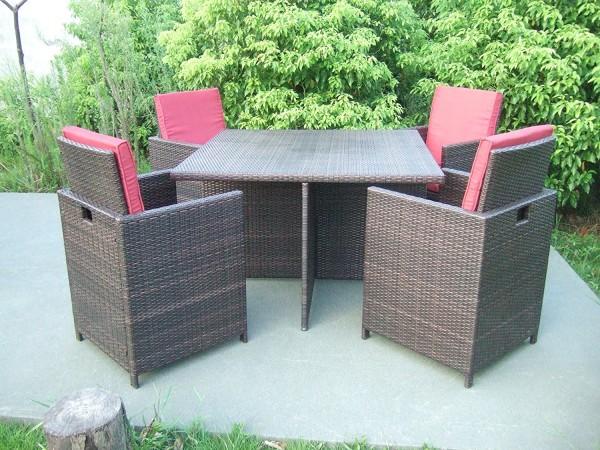 VARILANDO 5-teilige platzsparende Tischgruppe aus braunem Kunststoffgeflecht Lounge-Gruppe Gartengru