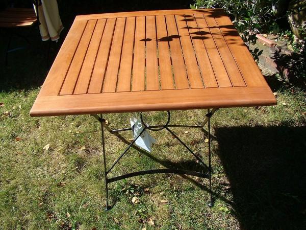 """VARILANDO Klapptisch """"William"""" quadratisch aus geöltem Eukalyptus mit Stahl Gartentisch Holztisch"""